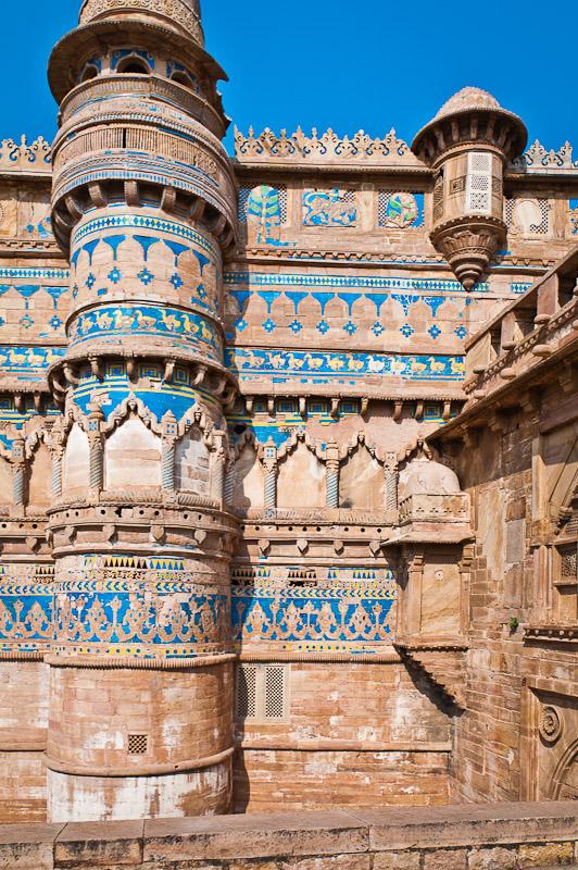 Het met glazuurtegels versierde fort van Gwalior