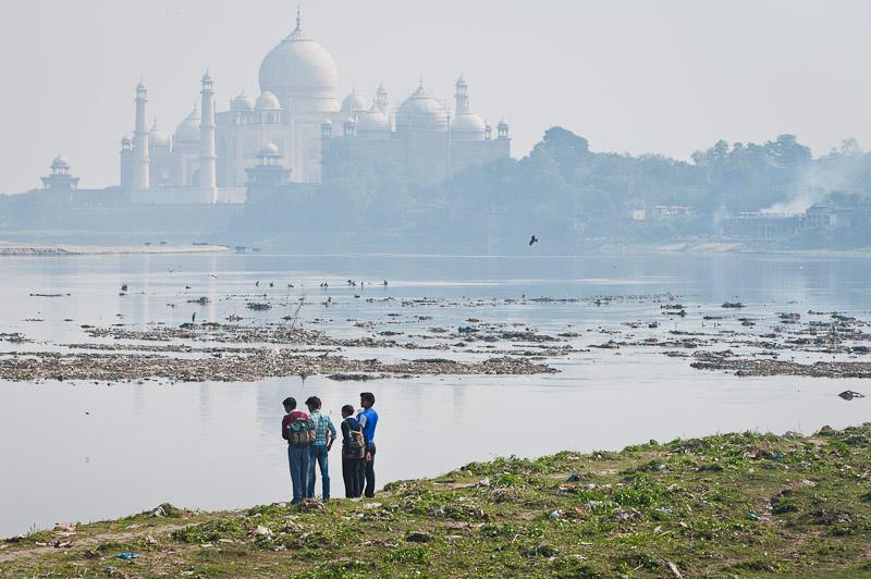 Taj Mahal aan de oever van de Yamuna, Agra