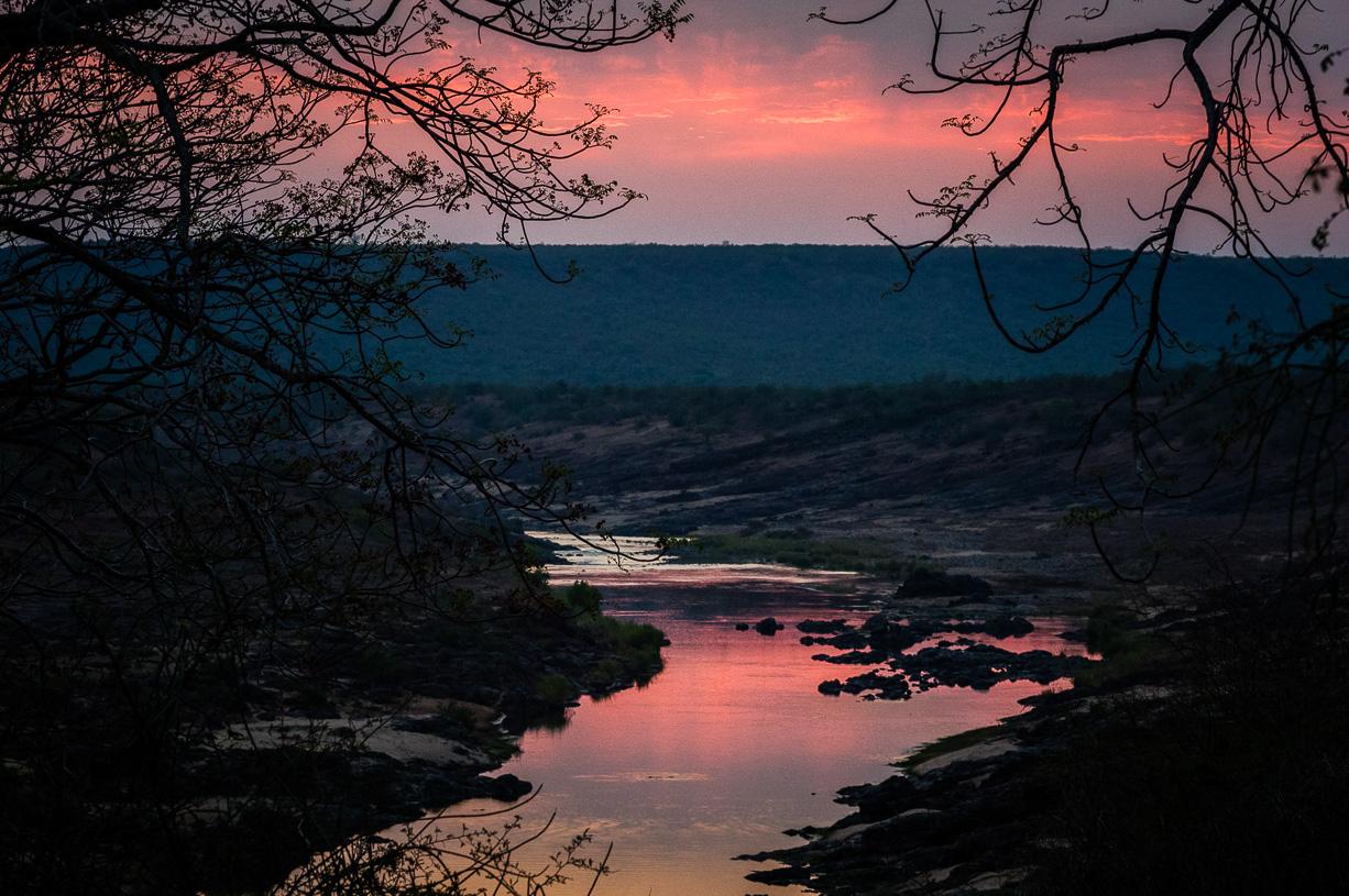 Opstaan voor zonsopgang (zicht op de rivier vanuit het kamp)